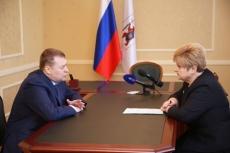 Леонид Маркелов пообещал по возможности поднять зарплату соцработникам