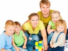 Одиноким и многодетным родителям хотят увеличить ежегодный оплачиваемый отпуск